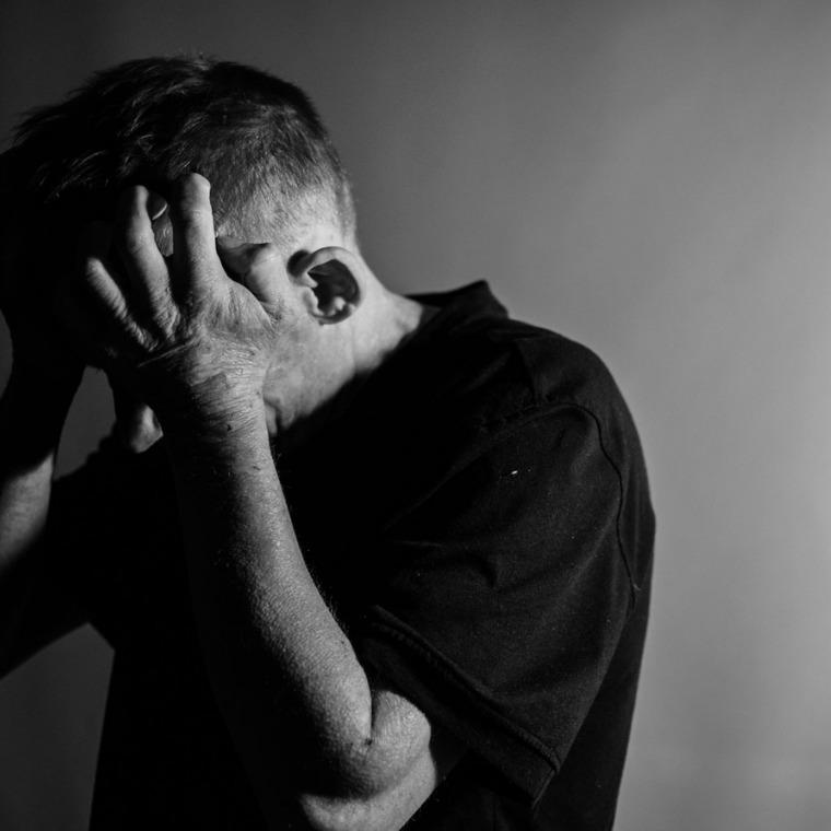 窪寺昭(くぼでらあきら)はうつ病だった?誹謗中傷・薬物依存の可能性は?