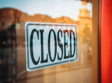 洋服の青山の閉鎖店舗はどこで店舗名は何?160店舗のリスト一覧は?